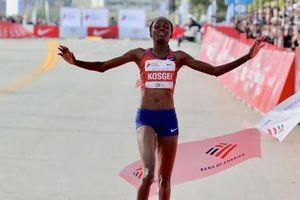 Chân chạy Kenya phá sâu kỷ lục marathon nữ thế giới