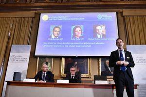 Nghiên cứu về giảm thiểu nghèo đói đoạt giải Nobel Kinh tế 2019