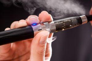 Malaysia xem xét cấm thuốc lá điện tử