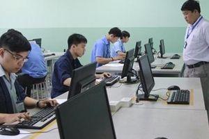 Thi THPT quốc gia trên máy tính: Nhiều băn khoăn và khó khả thi
