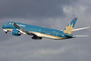 Vietnam Airlines lùi giờ nhiều chuyến bay Nhật do bão