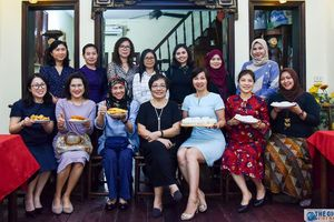 Nhóm Phụ nữ Cộng đồng ASEAN trải nghiệm làm bánh gối, bánh trung thu