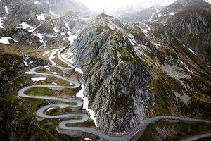 'Nín thở' trước những đường đèo uốn lượn ngoạn mục nhất thế giới