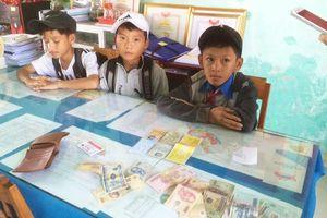 Quảng Nam: Ba học sinh trả lại ví tiền cho người đánh rơi