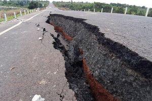 Đường 250 tỷ đồng mới làm đã hỏng: Nguyên nhân do lớp đất yếu