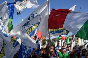 Italy: Tổng đình công làm tê liệt giao thông cả nước