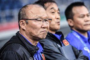 Toan tính trái ngược của thầy Park và HLV Nishino