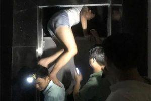 Thang máy chung cư HH Linh Đàm gặp sự cố, 8 người mắc kẹt