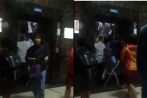 Dân chung cư Linh Đàm hốt hoảng vì mắc kẹt trong thang máy