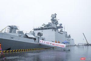 Cận cảnh chiến hạm tàng hình đa nhiệm Hải quân Ấn Độ ở Đà Nẵng