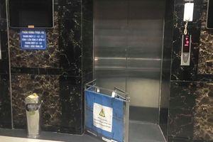 Kẹt thang máy chung cư Linh Đàm, bảo vệ bắc ghế giải cứu cư dân