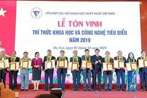 Hiệu trưởng Trường Đại học Sư phạm Kỹ thuật Vĩnh Long được tôn vinh Trí thức khoa học và công nghệ tiêu biểu năm 2019