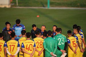 Tuyển Việt Nam nỗ lực chuẩn bị cho 2 trận đấu trước UAE và Thái Lan