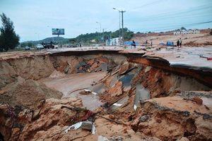Sạt lở nghiêm trọng đường ĐT719 đoạn Phan Thiết - Kê Gà