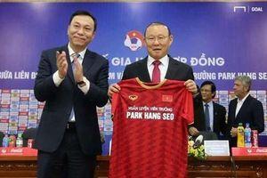 Báo châu Á nói gì về sự kiện HLV Park Hang-seo gia hạn hợp đồng với VFF?