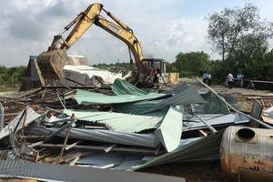 Quận 9: Cưỡng chế công trình xây dựng trái phép trên đất lấn chiếm