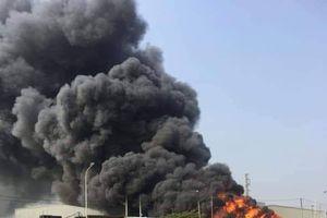 Xưởng phế liệu rộng 600m2 ở Bắc Ninh bốc cháy ngùn ngụt