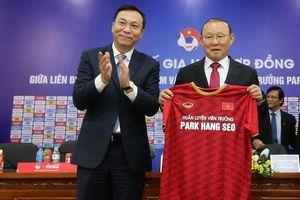 Truyền thông châu Á nói gì về hợp đồng mới của HLV Park Hang-seo