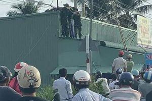 Hai sỹ quan quân đội bị điện giật thương vong khi kéo cáp viễn thông