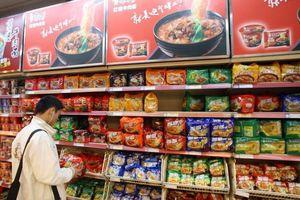 Trung Quốc: Kinh tế xuống, dân tiện tặn ăn mì gói