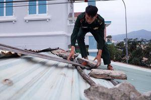 Sóng gió bão Nakri đe dọa làng chài ở Bình Định