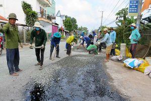 An Giang - tín đồ Phật giáo Hòa Hảo giữ gìn trật tự an toàn giao thông