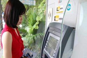 Ông lớn ngân hàng chạy đua giảm phí ATM
