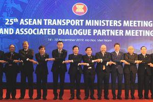 Bộ trưởng GTVT các nước ASEAN thống nhất kết nối hàng không