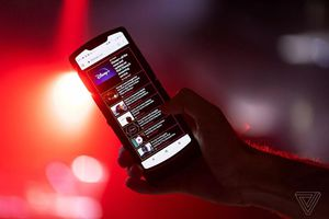 Razr 2019: Đối thủ đáng gờm trên thị trường điện thoại màn hình gập