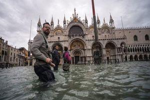 Italia: Venice 'thất thủ' do triều cường dâng cao nhất trong 50 năm