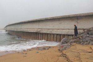 Khẩn trương kè biển bị triều cường xâm thực tại Phú Yên