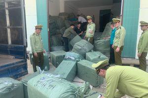 Lạng Sơn: Tạm giữ 70 bao hàng hóa gồm nhiều ví, túi xách giả do Trung Quốc sản xuất