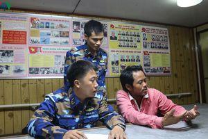 Vùng 5 Hải quân điều tàu cứu ngư dân gặp nạn trên biển