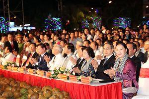 Chủ tịch Quốc hội Nguyễn Thị Kim Ngân dự Lễ hội dừa Bến Tre lần thứ 5