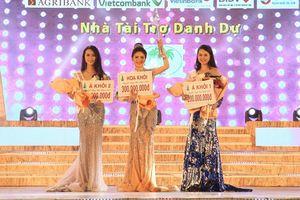 Ứng xử ấn tượng Bùi Kim Quyên đăng quang Hoa khôi Người đẹp xứ dừa