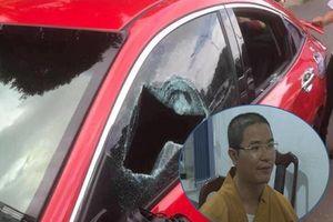 Khởi tố thầy chùa đập vỡ kính xe ô tô