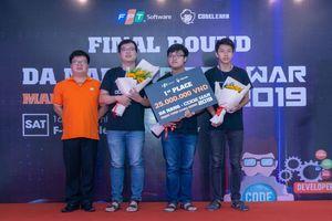Ba chàng trai trẻ tài năng giành chiến thắng tại cuộc thi lập trình quy mô lớn miền Trung