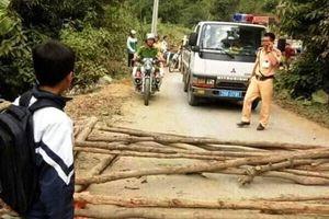 Sự thật thông tin người dân chặn đường Cảnh sát Giao thông đòi thả xe vi phạm