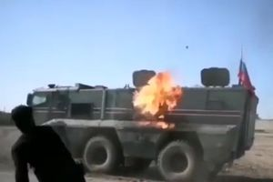 Thiết giáp Nga bị người Kurd ném bom xăng, Matxcơva lại thất bại khi muốn thế chân Mỹ