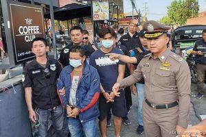 Thái Lan bắt giữ hai người Việt móc túi du khách tại lễ hội