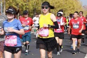 Mẹ bầu 8 tháng vẫn chạy marathon 42 km