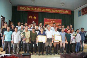 Khen thưởng tàu cá Quảng Ngãi cứu 41 ngư dân Quảng Nam gặp nạn ở Trường Sa
