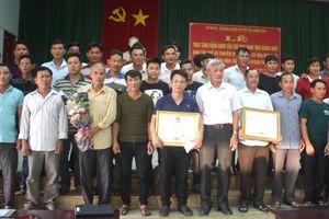 Quảng Ngãi: Trao tặng bằng khen cho tàu cá cứu 41 ngư dân gặp nạn
