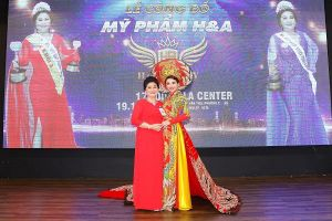 Hoa hậu Vũ Thanh Thảo khoe nhan sắc trẻ trung tại lễ công bố Mỹ phẩm H&A Quốc Hòa