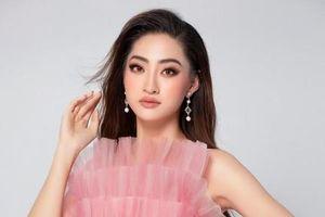Lương Thùy Linh đến Anh và tham gia thi tài năng Miss World