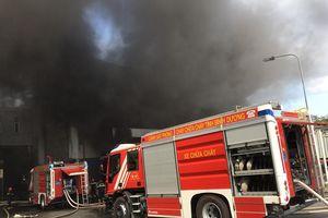 Cháy lớn trong khu công nghiệp ở Bình Dương, khói đen bốc cao hàng chục mét