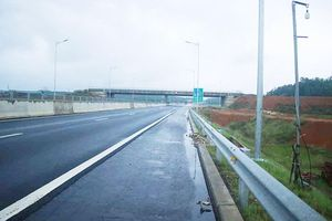 Đã quá 330 ngày chờ lún, vòng xoay Dung Quất nối cao tốc Đà Nẵng - Quảng Ngãi vẫn ngổn ngang