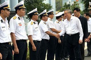 Bí thư Trung ương Đảng, Chánh án TANDTC thăm và tặng quà Lữ đoàn 682 Vùng 4 Hải quân