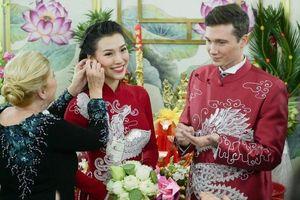Chồng Mỹ diện áo dài tới nhà MC Hoàng Oanh ngày ăn hỏi