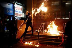 Được vài ngày yên bình, Hong Kong lại có biến động